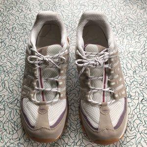 Size 10 Avia sneakers